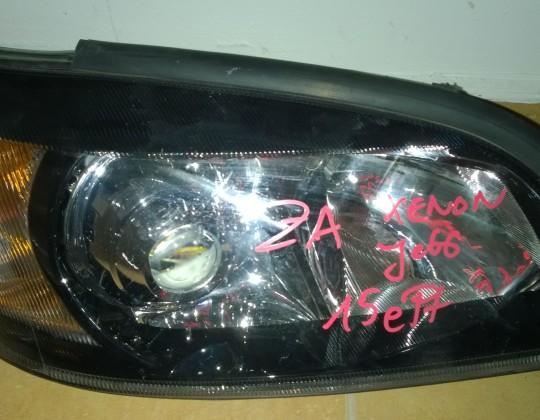 Opel Zafira A jobb oldali xenon fényszóró